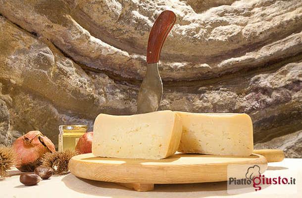 LO SAPEVI CHE il formaggio di fossa si chiama così perché posto a maturare nelle fosse!
