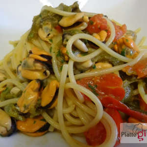 spaghetti-cozze-e-peperoni-fritti-18