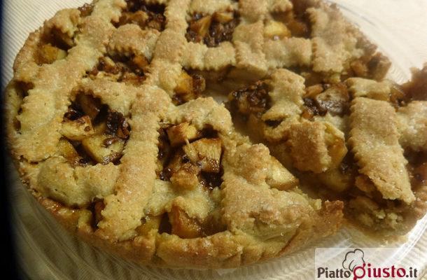 Crostata integrale di mele e nocciole caramellate